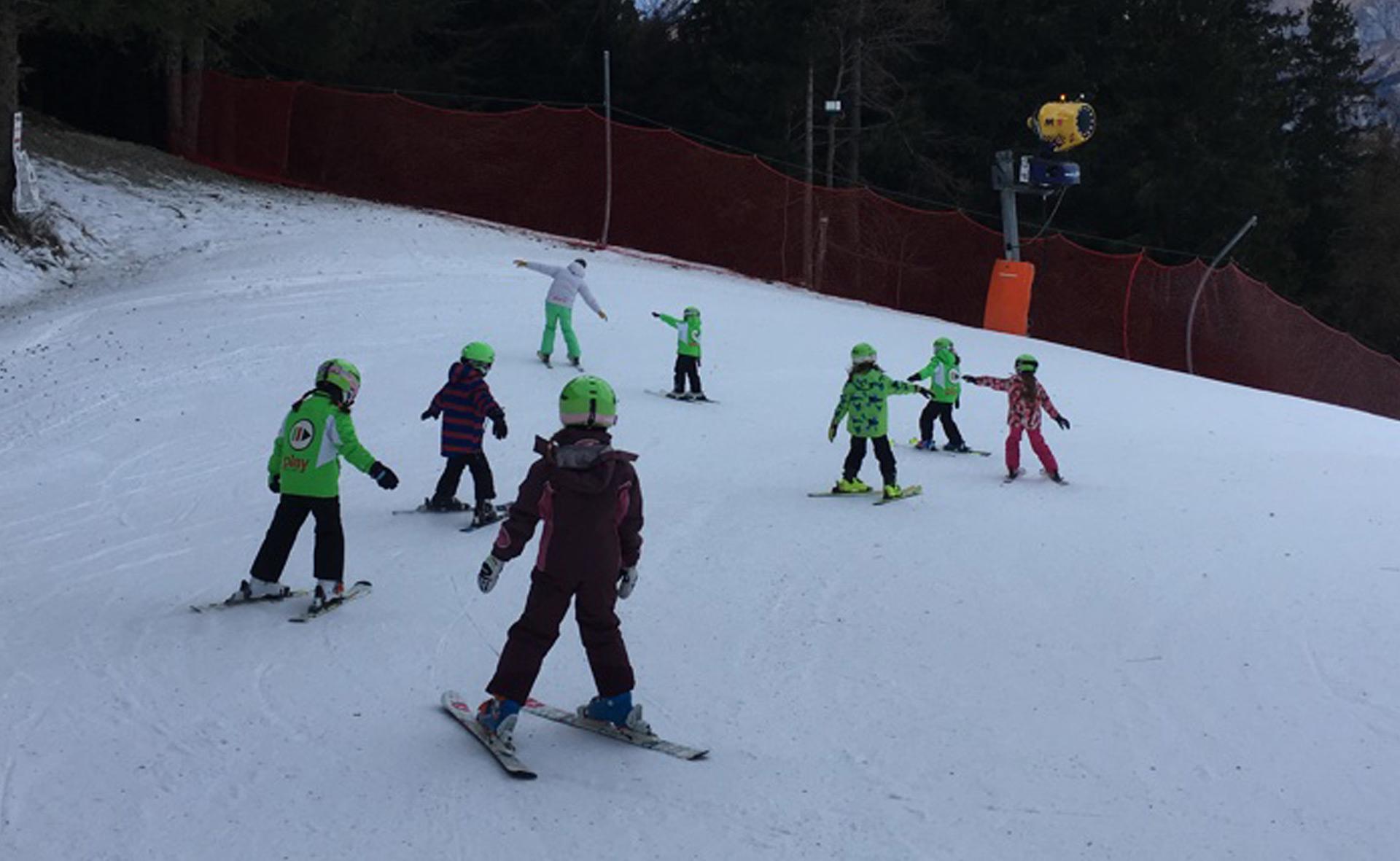 Corso di sci di gruppo per bambini